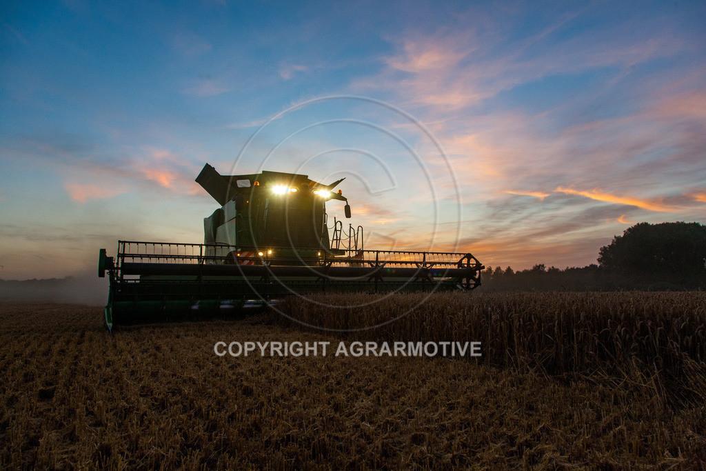 20120817-_MG_8827 | Weizenernte in der Dämmerung