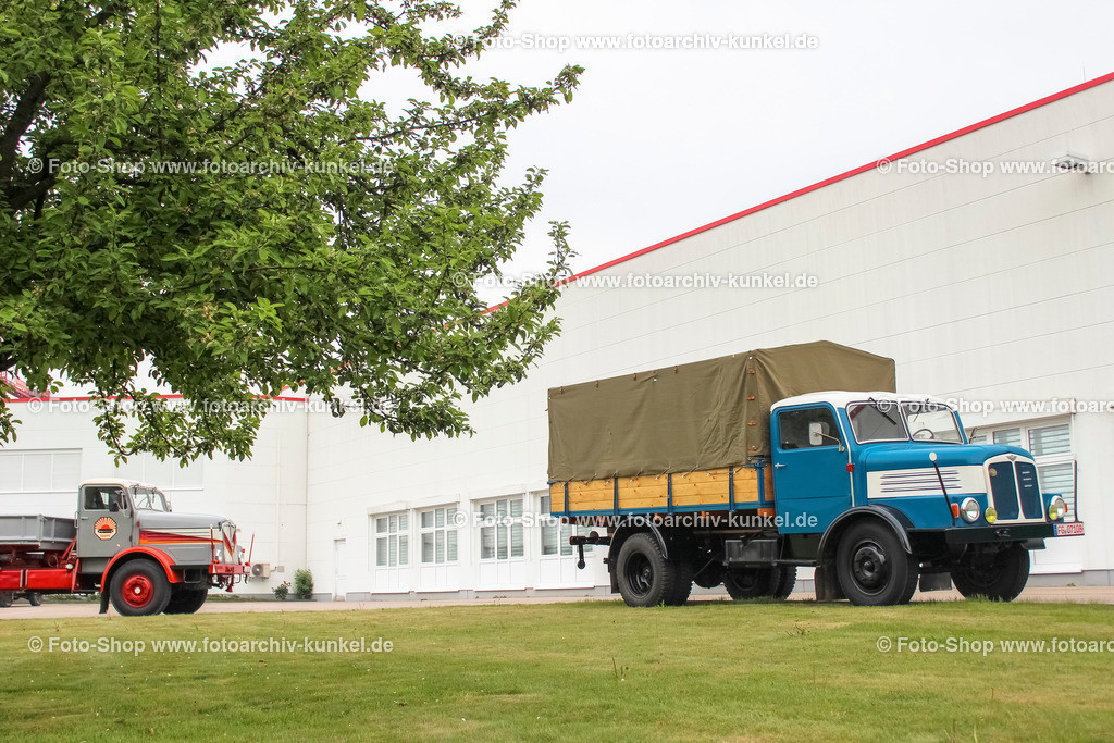 IFA S 4000-1 Pritschenwagen 4x2, mit Plane/Spriegel, 1958-67 | IFA S 4000-1 Pritschenwagen 4x2, Farbe: Blau, Bauzeit: 1958-1967, Spriegel, Plane, Hersteller: VEB IFA-Kraftfahrzeugwerk »Ernst Grube« Werdau, Sachsenring, DDR