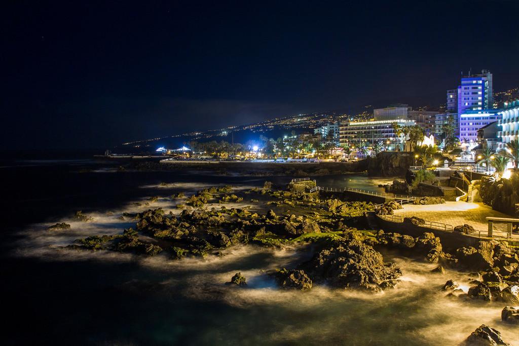 Puerto de la Cruz | Nachtaufnahme in Puerto de la Cruz (Teneriffa).
