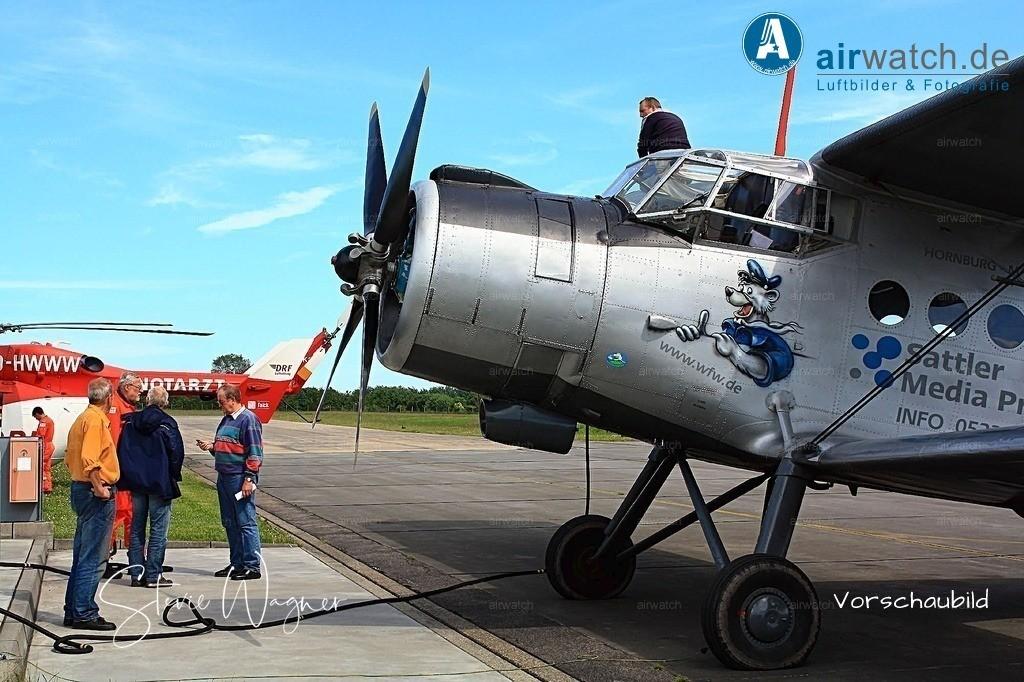 Flughafen Husum, Service-Team,  Juergen Wollenweber, Antonow AN-2 | Flughafen Husum, Service-Team, Antonow AN-2 • max. 4272 x 2848 pix