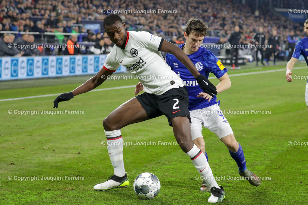 191215_schvssge_0057 | 15.12.2019 Fussball 1.Bundesliga, FC Schalke 04 - Eintracht Frankfurt  emspor  v.l.,  Evan Ndicka (Eintracht Frankfurt), Benito Raman (FC Schalke 04), Zweikampf, Action, Aktion, Battles for the Ball    (DFL/DFB REGULATIONS PROHIBIT ANY USE OF PHOTOGRAPHS as IMAGE SEQUENCES and/or QUASI-VIDEO)