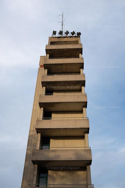 Feuerwehr-Übungshaus | Ein nachgemachtes Hochhaus mit Balkonen zur Übung von Feuerwehreinsätzen.