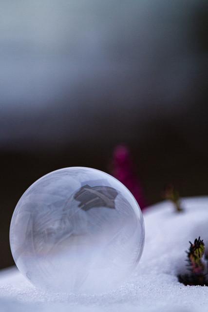 Gefrorene Seifenblasenkugel