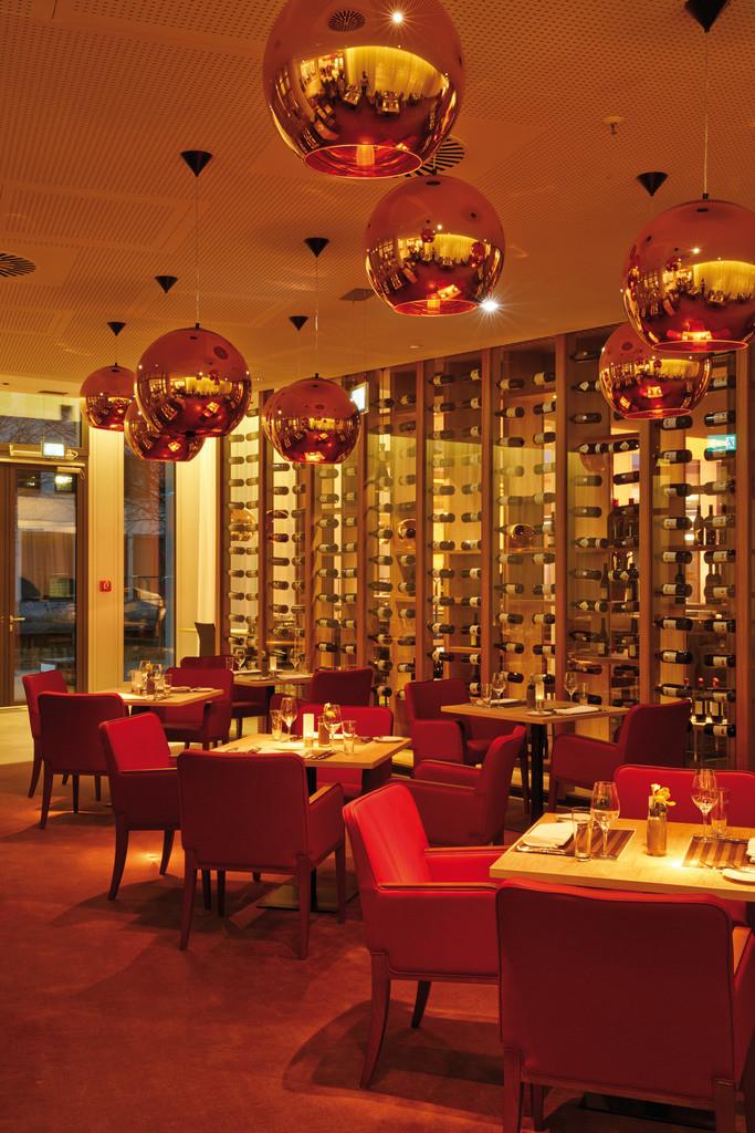 restaurant-dinner-02-h4-hotel-muenchen-messe