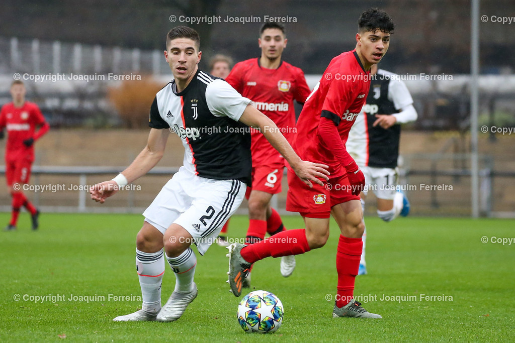 191211_levvsjuvu19_0352 | Leverkusen, 11.12.2019 UEFA Youth League Gruppe D Bayer 04 Leverkusen U19 - Juventus Turin emspor, v.l.,  Rafael Bandeira (Juventus Turin U19), Ayman Azhil (Bayer 04 Leverkusen U19), Zweikampf, Action, Aktion, Battles for the Ball    (DFL/DFB REGULATIONS PROHIBIT ANY USE OF PHOTOGRAPHS as IMAGE SEQUENCES and/or QUASI-VIDEO)