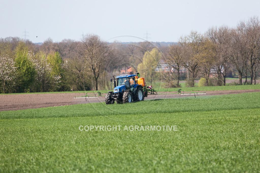 20100417-IMG_5620 | Feldspritze im jungen Getreidebestand
