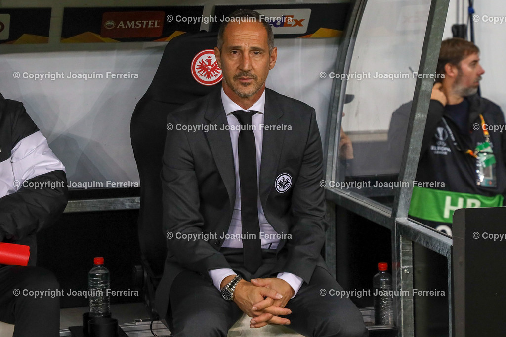 191024_sgevslie_0241 | 24.10.2019 Gruppenspiel Gruppe F UEFA Europa League Saison 2019/20 Eintracht Frankfurt - Standard Liege  emspor, emonline, despor, v.l., head coach, Trainer Adi Hütter (Eintracht Frankfurt)  Foto: Joaquim Ferreira (DFL/DFB REGULATIONS PROHIBIT ANY USE OF PHOTOGRAPHS as IMAGE SEQUENCES and/or QUASI-VIDEO)