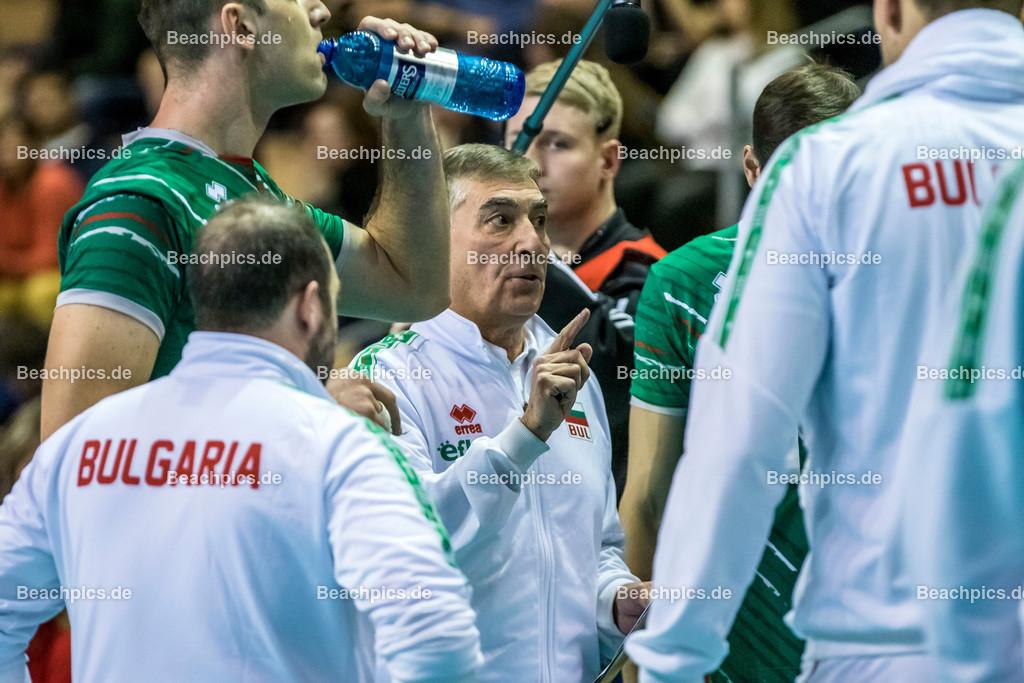 2020-00057115-CEV-European-Olympic-Qualification-Tokyo-2020 | PRANDI Silvano (Head Coach - BUL) in der Auszeit; 06.01.2020; Berlin, ; Foto: Gerold Rebsch - www.beachpics.de