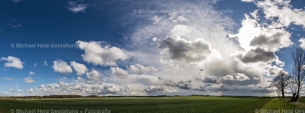 Wolkenpanorama | Schnell ziehende Wolken über den Feldern bei Salzau.