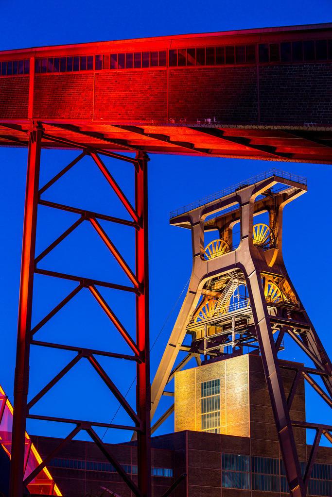 JT-160108-012 | Zeche Zollverein, UNESCO Welterbe, Essen, NRW, Deutschland, Fördergerüst Schacht 12 Bandbrücken und Rolltreppe zum Ruhrmuseum in der Kohlenwäsche,