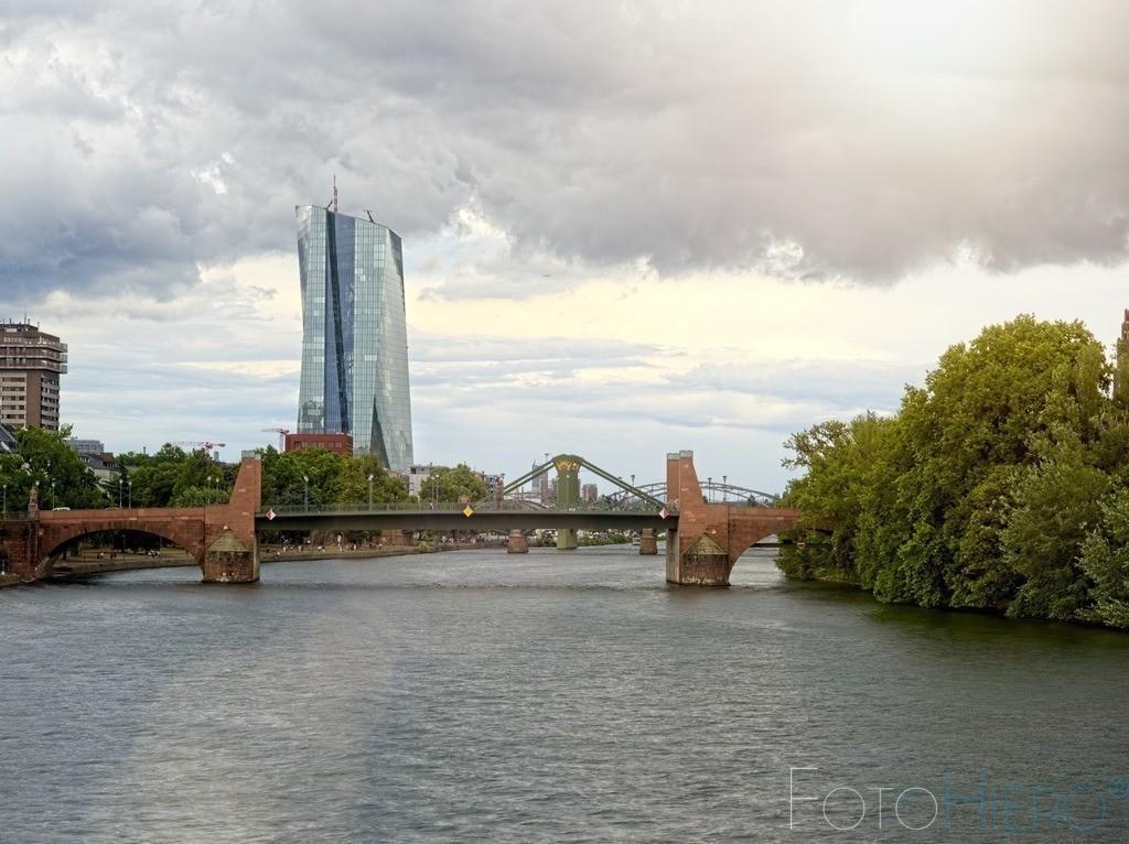 Dunkle Wolken über der EZB | Europäischer Zentralbank in Frankfurt am Main
