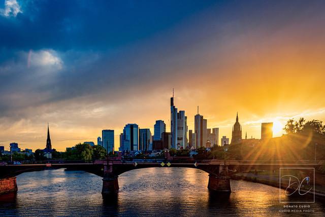 Frankfurter Skyline - Sonnenstrahlen