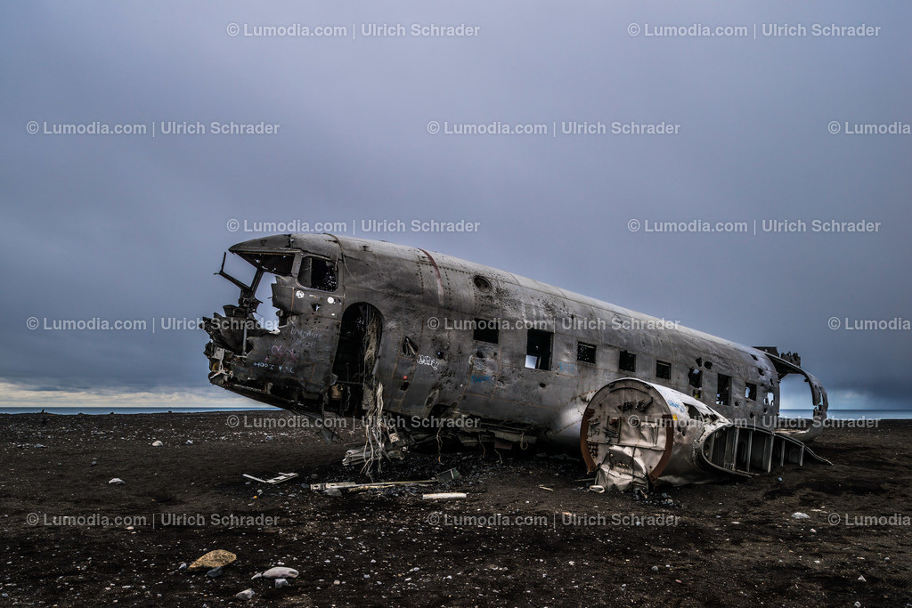10354-10079 - Flugzeugwrack _ Island