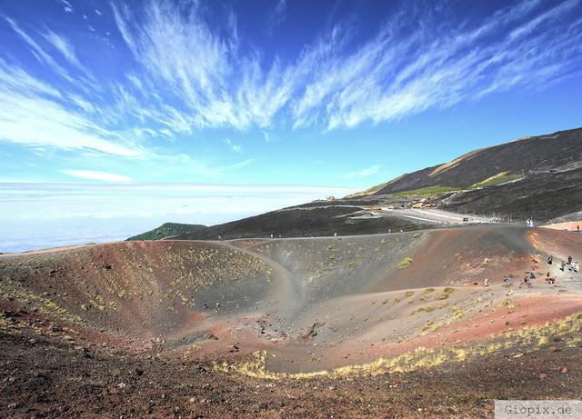 Silvestri Krater | Der Silvestri Krater auf dem Vulkan Ätna an einem sehr windigen Tag