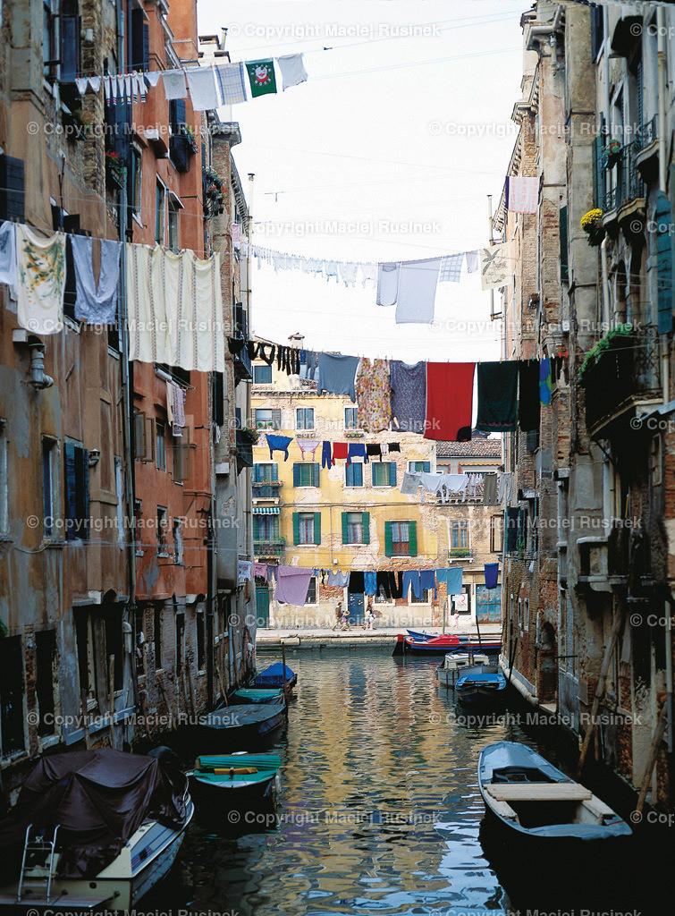 Venedig_5   Venedig Kanal Aufnahme auf konventionellen Dia Film Material von Fuji Velvia Prof im Jahr 1992, mit Mittelformat Kamera 4,5x6 cm, hochauflösend gescannt,