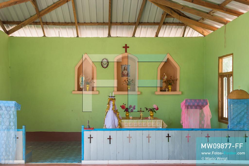 MW09877-FF   Myanmar   Mindat   Reportage: Mindat im Chin State   Baptistenkirche in Pan Awet, ein Dorf vom Bergvolk der Chin. Durch die Missionierung zu Beginn des 20. Jahrhunderts bekennen sich über 80 Prozent der Chin zum Christentum.   ** Feindaten bitte anfragen bei Mario Weigt Photography, info@asia-stories.com **
