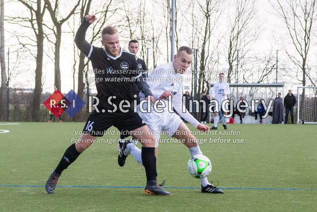 Fußball, Herren, Kreisliga 3, ETSV Hamburg II - SC Vier- und Marschlande III., Mittlerer Landweg, 01.03.2020   Marcel Matteus Tymorek (#16, ETSV), Lukas Thieß (#17, SCVM)
