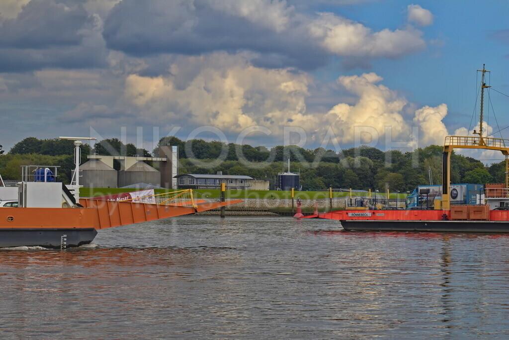 Weserfähren | Zwei Fähren auf der Weser.