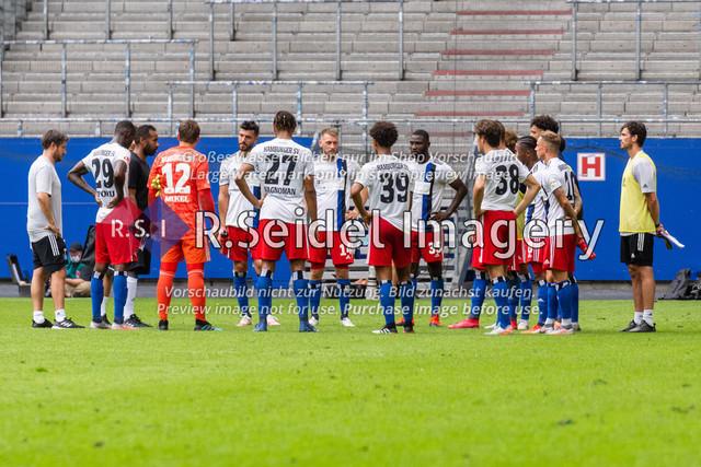 Fußball, Herren, Testspiel, Hamburger SV - FC Hansa Rostock, Volksparkstadion, 09.08.2020 | HSV-Spielerkreis nach dem Spiel