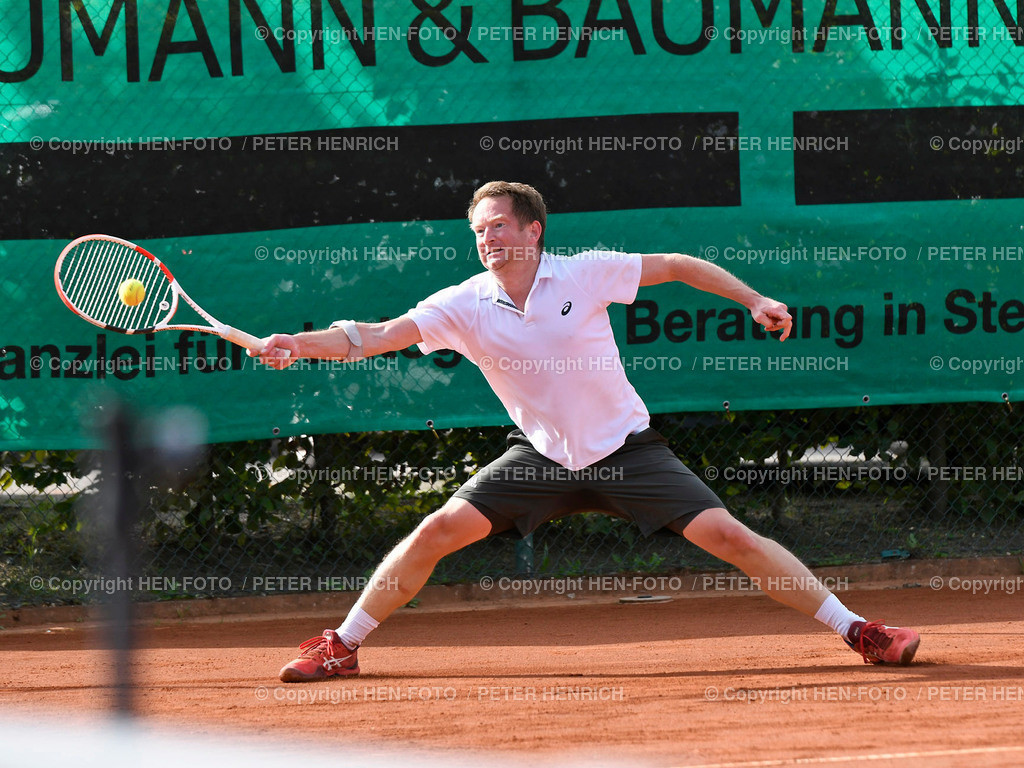 Tennis H40 Hessenliga TEC Darmstadt - Hochheim copyright by HEN-FOTO | Tennis Herren H40 Hessenliga TEC Darmstadt - Hochheim 4 Robert Gnielka (TEC) gg Jan Thiersch 6:1 6:0 copyright by HEN-FOTO / Foto: Peter Henrich