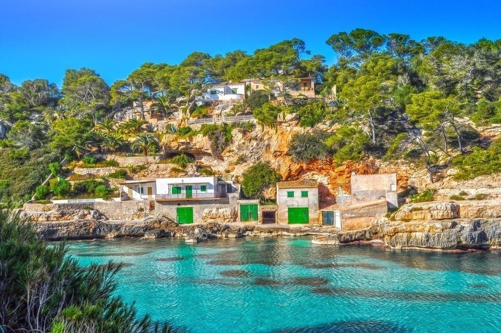 Mallorca - Cala Llombards  | Sicht auf die türkisfarbene Bucht auf Mallorca