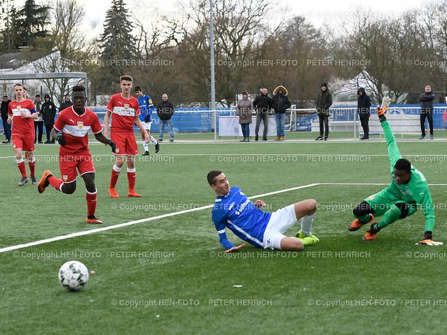 Fussball c-Junioren RL SV Darmstadt 98 - VFB Stuttgart 20190317 - copyright HEN-FOTO (Peter Henrich) | Fussball C-Junioren RL SV Darmstadt 98 - VFB Stuttgart (1:3) 20190317 Mi Berkay Babacan (DA) re TW R. Rommel (S) copyright HEN-FOTO (Peter Henrich)