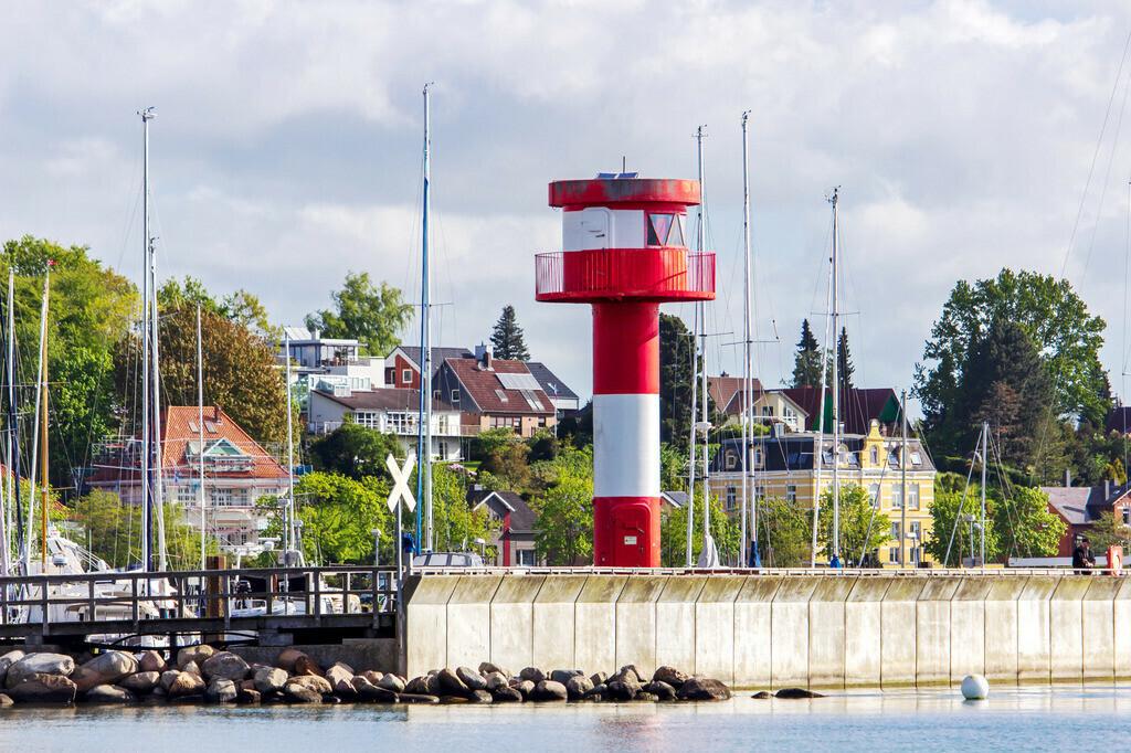 Strand in Eckernförde | Leuchtturm am Strand in Eckernförde