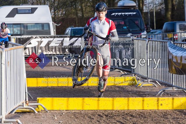 Radsport, Stevens Cyclocross Cup 2019, 10. Lauf (RSG Nordheide), Rennen 9 (Elite Herren + U23, Masters 2 / Elite Ü40 und Junioren U19), Buchholz i.d.N., 19.01.2020 | Johannes Arlinghaus (TuS Bramsche, #8, Elite)