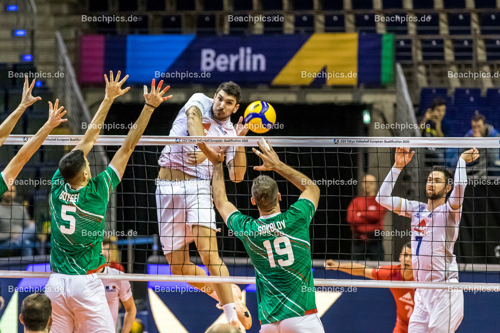 2020-00057074-CEV-European-Olympic-Qualification-Tokyo-2020 | Angriff LE GOFF Nicolas (Middle blocker - FRA); 06.01.2020; Berlin, ; Foto: Gerold Rebsch - www.beachpics.de
