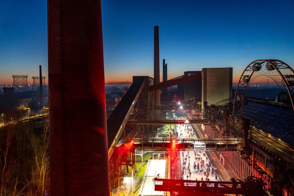 Eisbahn auf der Kokerei Zollverein   Eisbahn auf der Kokerei Zollverein, Welterbe Zollverein, Essen, Deutschland,