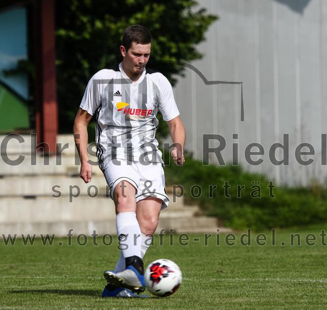 2019-09-14_010_JFG_Speichersee_04_gegen_FC_Lengdorf | Finsing, Deutschland, 14.09.2019: Fußball, Quali Kreisliga Süd Donau/Isar 2019 / 2020, 1. Spieltag, JFG Speichersee 04 gegen FC Lengdorf, Endergebnis: 2:0  Korbinian Gruber ((SG) FC Lengdorf, #6)  Foto: Christian Riedel / fotografie-riedel.net