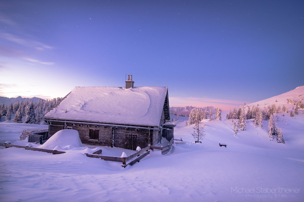 Sonnenaufgang Dobratsch | Sonnenaufgang am Hausberg von Villach. In der Nähe vom Gailtal und der Grenze zu Slovenien und Italien.