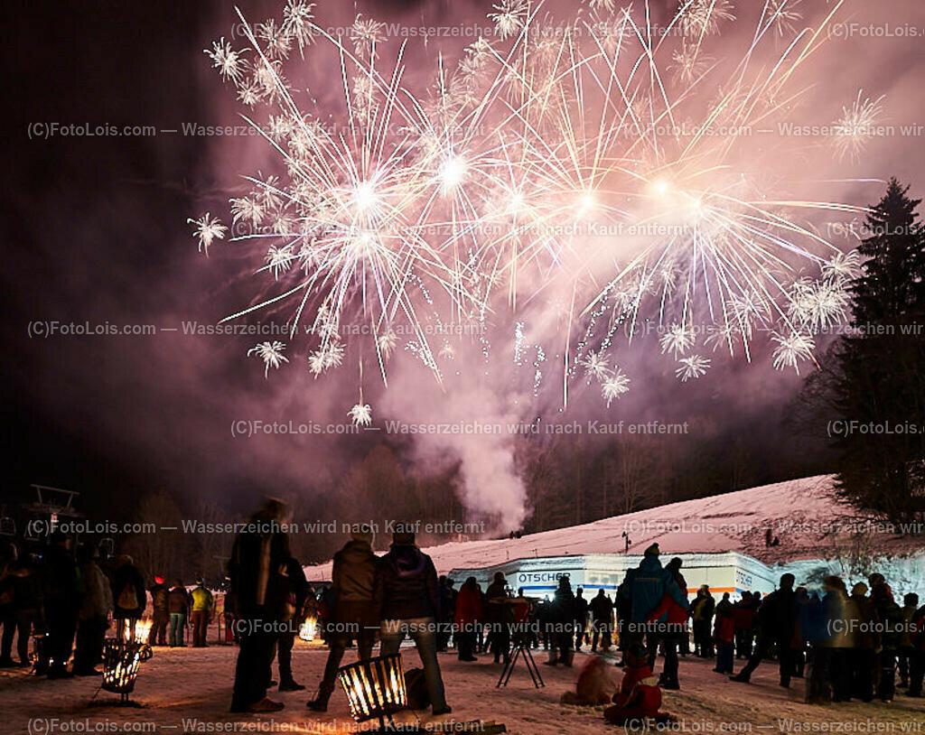 266_FIRE-ICE_Lackenhof | (C) FotoLois.com, Alois Spandl, FIRE & ICE in Lackenhof bei der Schirmbar im Weitental mit der Liveband àlaSKA, Feuershow von FEUERMATRIX, feurige Kulinarik, Pistenraupentaxi und dem großen Abschlussfeuerwerk zum Beginn der Semesterferien, Sa 2. Februar 2019.