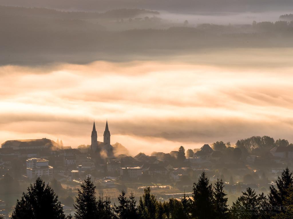 St. Andrä im Nebel | Aufnahme von St. Andrä im Lavanttal im Nebel