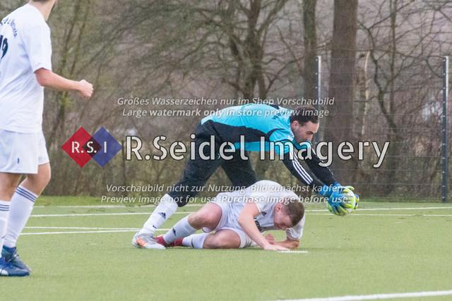 Fußball, Herren, Kreisliga 3, ETSV Hamburg II - SC Vier- und Marschlande III., Mittlerer Landweg, 01.03.2020 | Andre Sjuts (#1, SCVM, Torwart), Bendix Hermann Siemers (#4, SCVM)