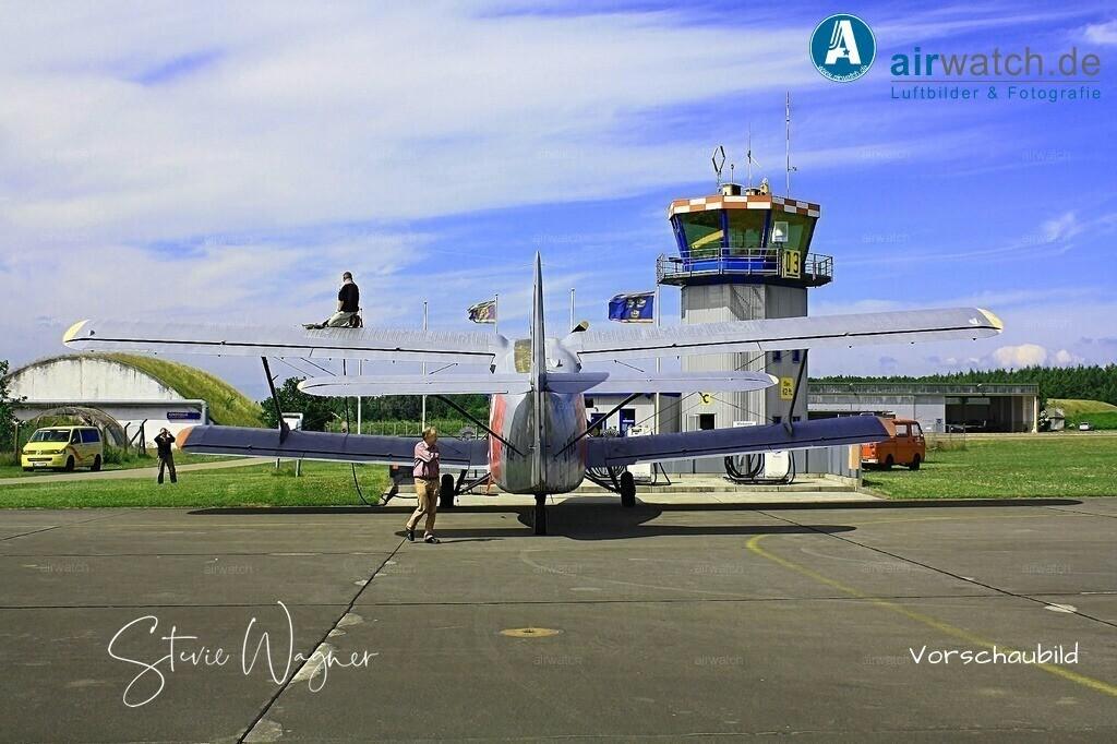 Flughafen Husum, Service-Team, Antonow AN-2, Hasso v. Dammann | Flughafen Husum, Service-Team, Antonow AN-2 • max. 4272 x 2848 pix