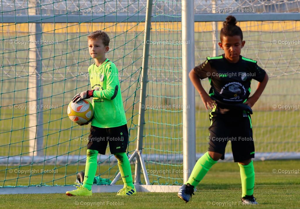 A_LUI27092021_51   SPORT,FUSSBALL, FC WELS_SC HOERSCHING U 9 27.09.2021 IM BILD: SCHWARZ (HOERSCHING) UND ROT (FC WELS )FOTO:FOTOLUI