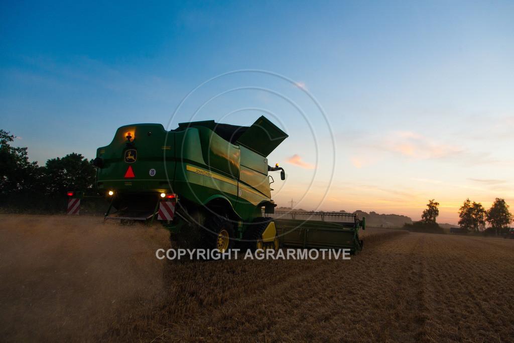 20120817-_MG_8794 | Weizenernte in der Dämmerung