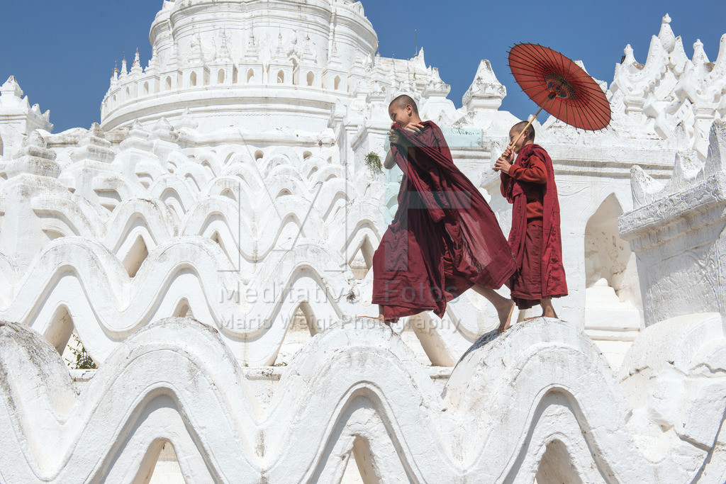MW_AL_0130_8528 | Myanmar, Mandalay: Monks with a red bamboo umbrella on the Hsinbyume Pagoda in Mingun. This pagoda symbolises the sacred Mount Meru.