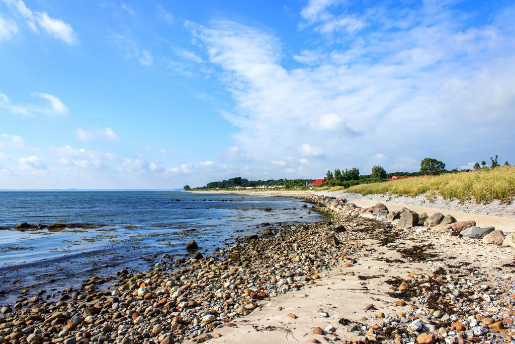 Blick auf den Strand in Booknis   Blick auf den Strand in Booknis im Frühling