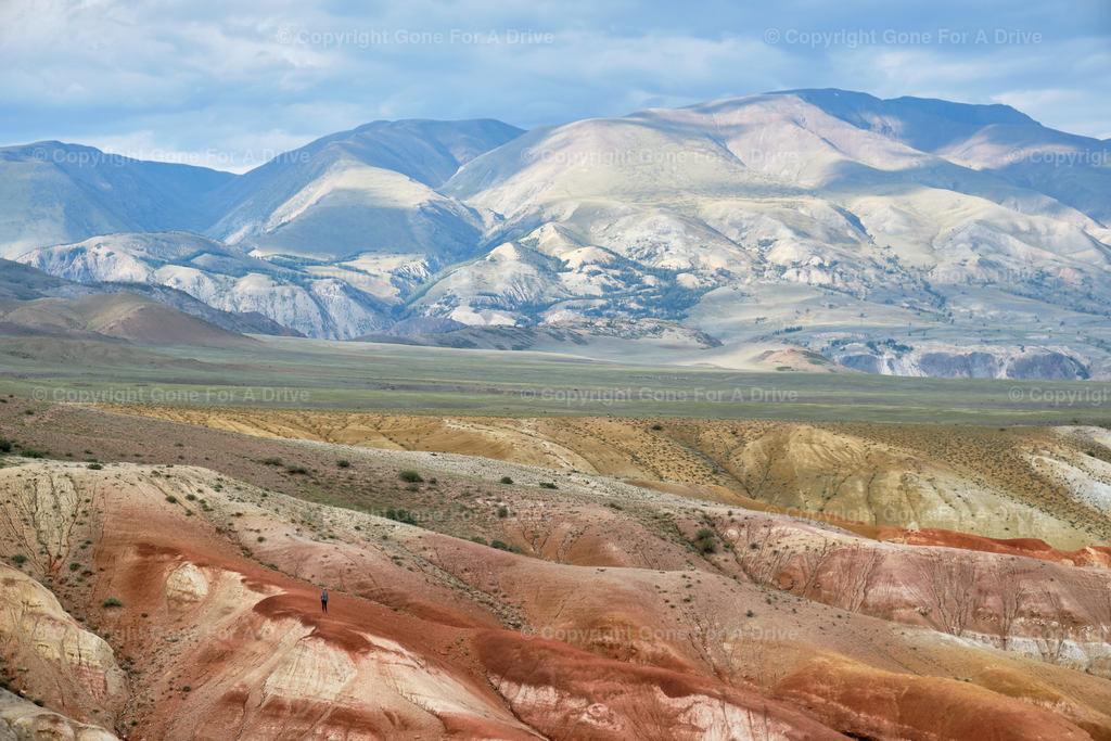 Russland | Orange, rote, gelbe und ockerfarbene Felsen. Die Marslandschaft des Kyzyl-Chin Berges in der russischen Altai Region kurz vor der Grenze zur Mongolei