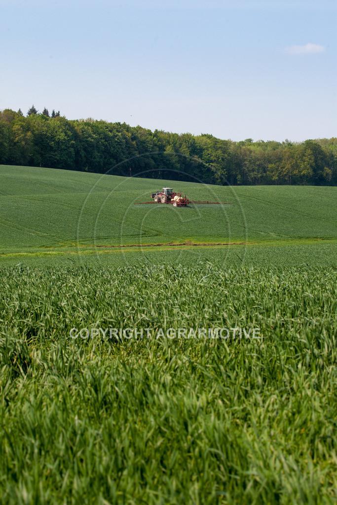 20130516-_MG_9789 | Feldspritze im Weizenfeld - AGRAFOTO Bildagentur