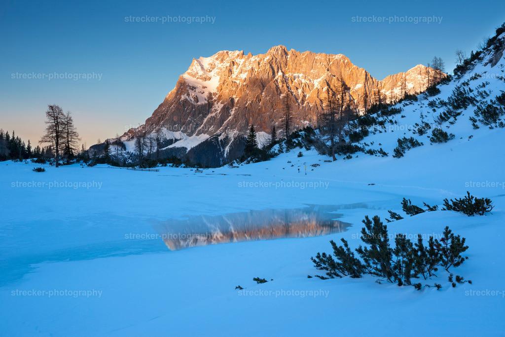 Zugspitze | Zugspitze im Winter bei Sonnenuntergang
