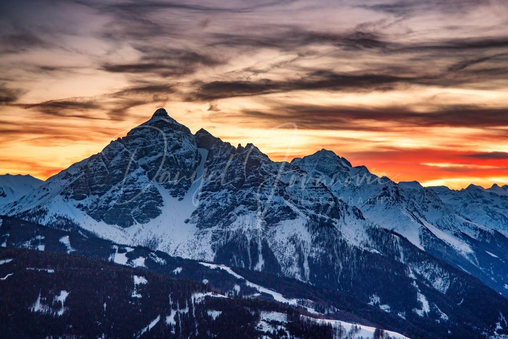 Serles   Blick auf die Serles nach Sonnenuntergang