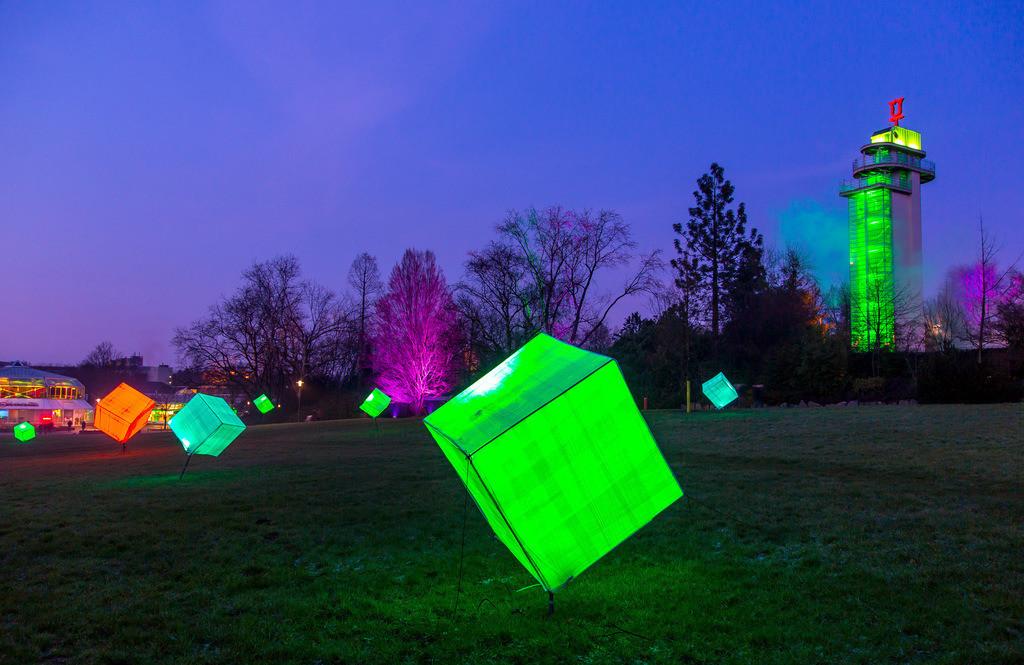 JT-160306-028 | Parkleuchten, Lichtinstallationen im Grugapark, illuminierte Objekte und Parklandschaften in einem Stadtpark in Essen, Deutschland,