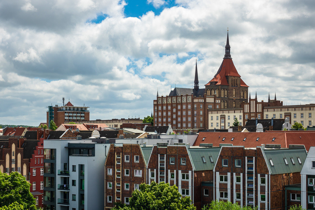 rk_05547 | Blick auf die Hansestadt Rostock.