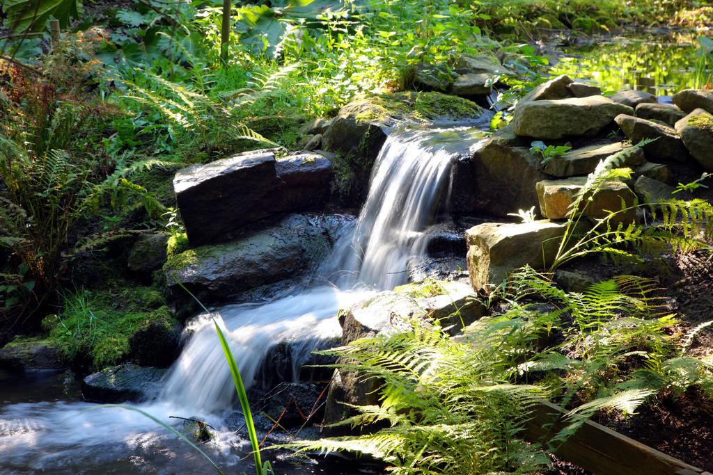 JT-111011-007 | Kleiner Bach, Mini-Wasserfall,