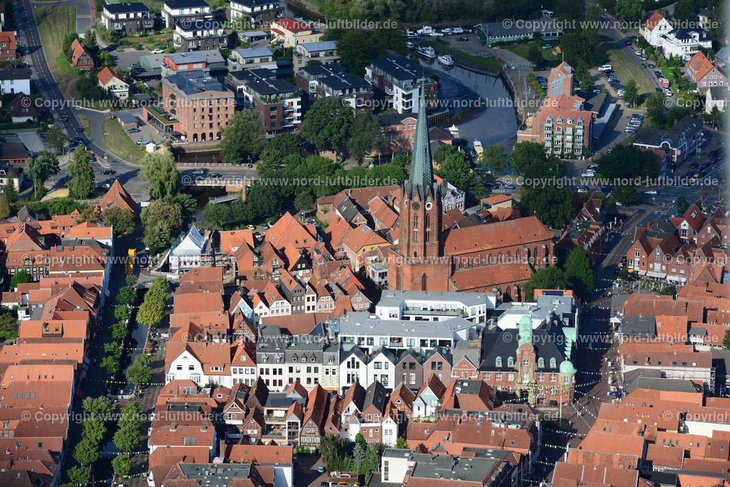 Buxtehude Altstadt_ELS_2867030915 | Buxtehude - Aufnahmedatum: 03.09.2015, Aufnahmehöhe: 290 m, Koordinaten: N53°28.287' - E9°41.612', Bildgröße: 7360 x  4912 Pixel - Copyright 2015 by Martin Elsen, Kontakt: Tel.: +49 157 74581206, E-Mail: info@schoenes-foto.de  Schlagwörter:Niedersachsen,Luftbild, Luftbilder, Deutschland