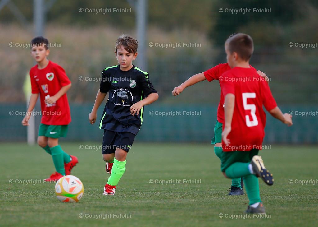 A_LUI27092021_26 | SPORT,FUSSBALL, FC WELS_SC HOERSCHING U 9 27.09.2021 IM BILD: SCHWARZ (HOERSCHING) UND ROT (FC WELS )FOTO:FOTOLUI