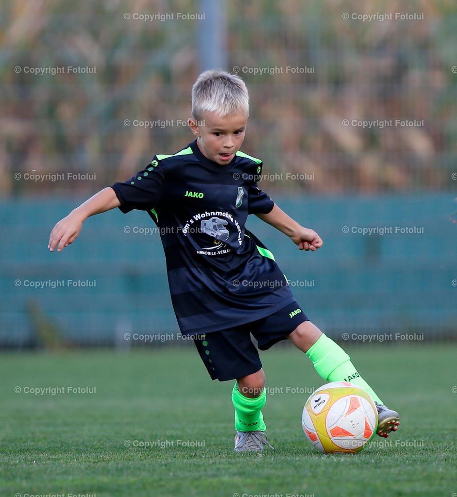 A_LUI27092021_17 | SPORT,FUSSBALL, FC WELS_SC HOERSCHING U 9 27.09.2021 IM BILD: SCHWARZ (HOERSCHING) UND ROT (FC WELS )FOTO:FOTOLUI